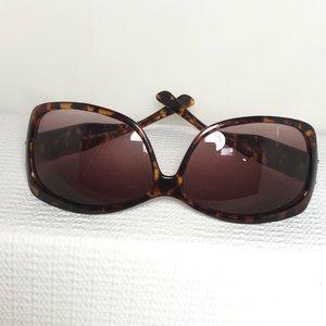 Steve Madden Women Tortuous Shell Brown Sunglasses